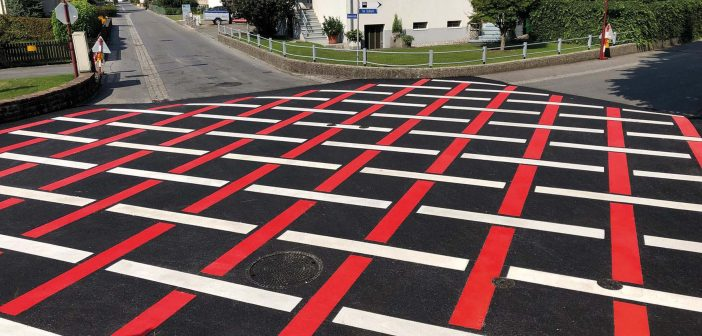 Straßenmarkierung: Rot und Weiß bringt Sicherheit
